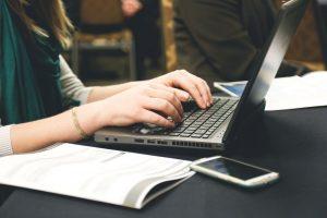 Typing Ergonomy keyboard writst laptop