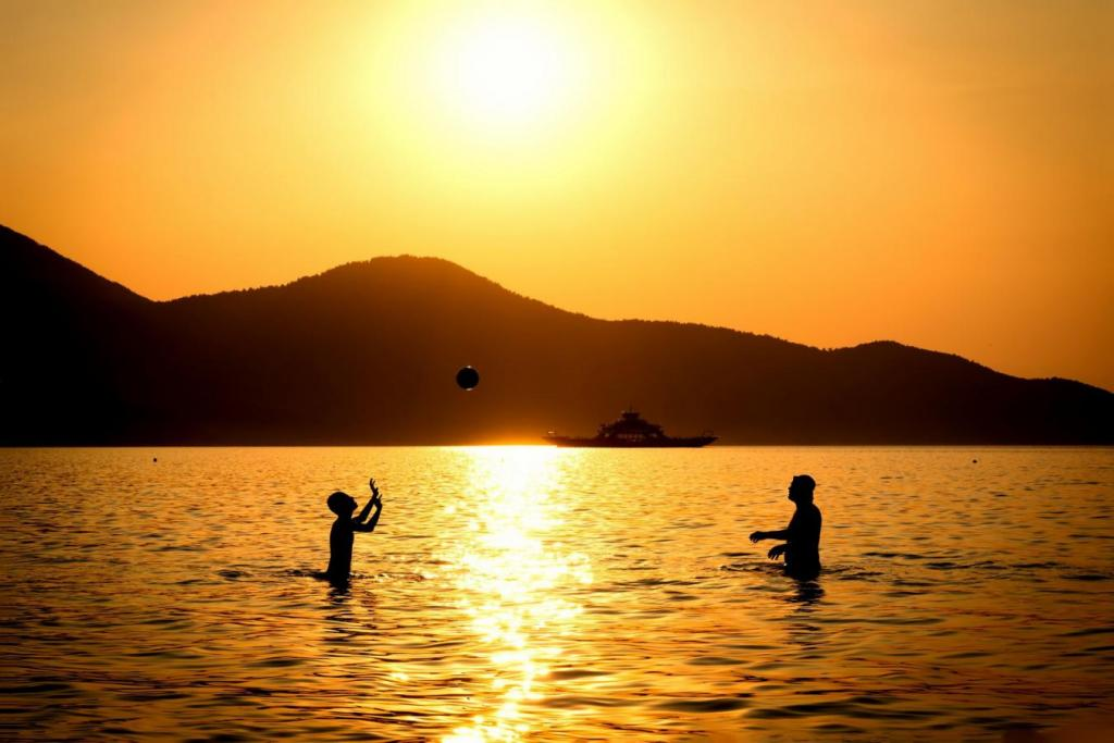 light day vacation people playing hobby water sunset